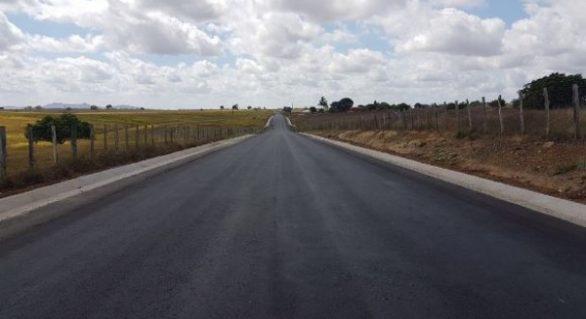 Governo do Estado constrói rodovia em Olho D'Água Grande