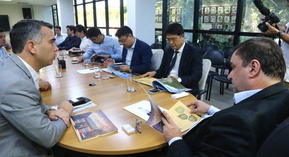 Governador em exercício discute atração de investimento para AL com empresários chineses
