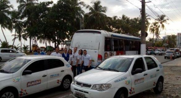 Procon Alagoas promove plantão de verão na Praia da Pajuçara