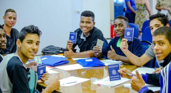 Programa coloca mais de 369 mil jovens no mercado de trabalho em 2017
