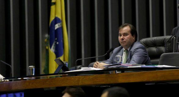 Após rebaixamento do Brasil, Maia se diz magoado com governo