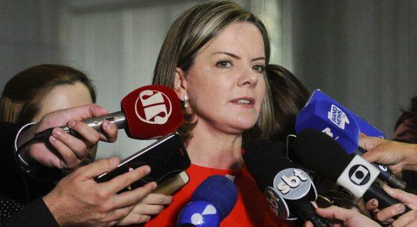 Condenação de Lula foi 'tiro de misericórdia' na democracia, diz Gleisi