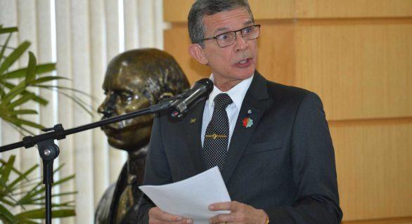 Pela primeira vez, um general assume Ministério da Defesa no Brasil