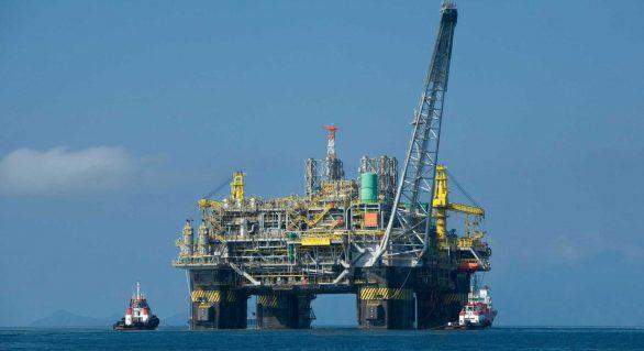 Petróleo cai 10% e tem pior semana em dois anos