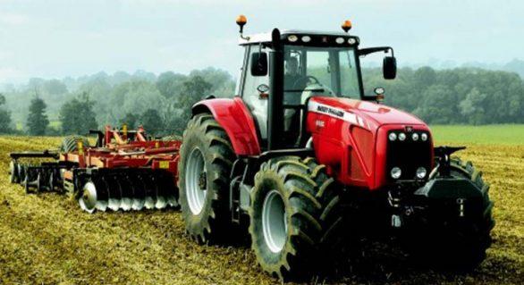 Tratores agrícolas proporcionam alto desempenho durante a colheita da cana-de-açúcar