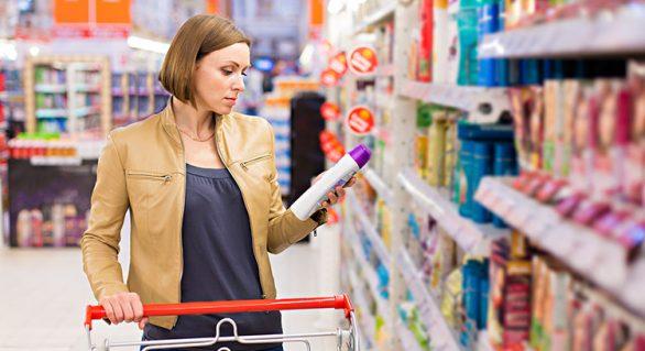 Lei quer que mercado dê produtos grátis a quem achar itens vencidos