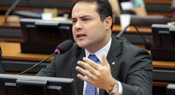 Ministro avança na aliança com Renan Filho