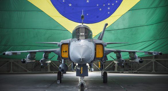 FAB confirma veracidade de áudios vazados durante voo de Lula