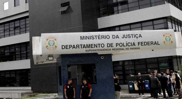 Senadores farão diligência em sala onde Lula está preso nesta terça