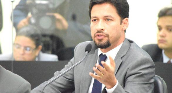 """Se disputar governo, Rodrigo diz que não será para atender """"anseios de terceiros"""""""