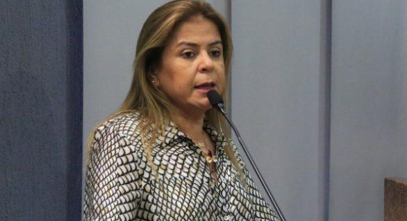 Vereadora de Maceió troca de partido e será candidato a federal pelo CD