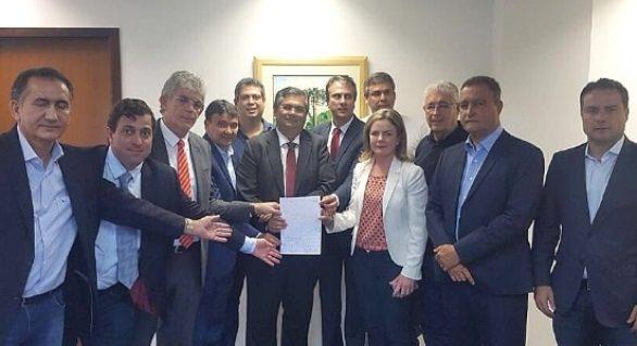 Impedido de fazer visita, Renan Filho assina carta para Lula