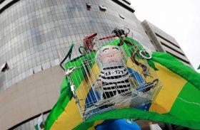 Grupos de WhatsApp mobilizaram vaquinha para protesto contra Lula