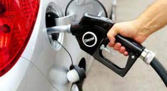 Governo diz que não há tabelamento, mas vai exigir que posto repasse desconto no diesel