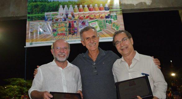 Gestores estaduais são homenageados pela Cooperativa Pindorama