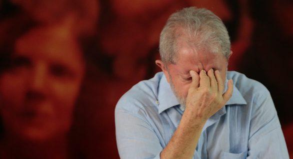 Com decisão judicial, Temer retira benefícios de Lula