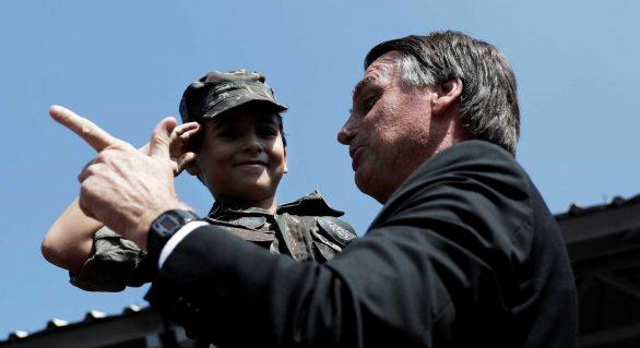 Invadiu? É chumbo, afirma Bolsonaro em palestra no Rio