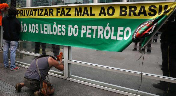 Federação dos petroleiros recua e orienta sindicatos a suspender greve