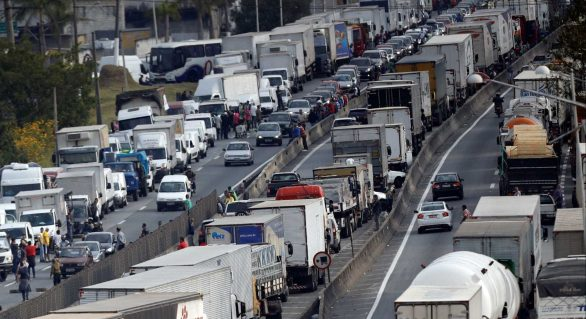 Caminhoneiros prometem nova greve se tabela de fretes for alterada