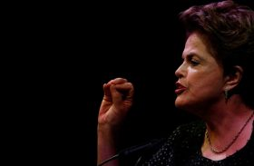 Lula está preso para não ser eleito presidente da República, diz Dilma
