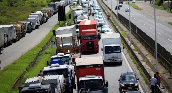 Greve de caminhoneiros deixa herança negativa para setor de serviços