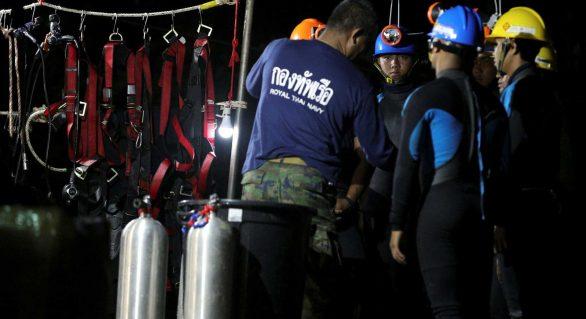 Equipes desistem de buraco para resgate na Tailândia