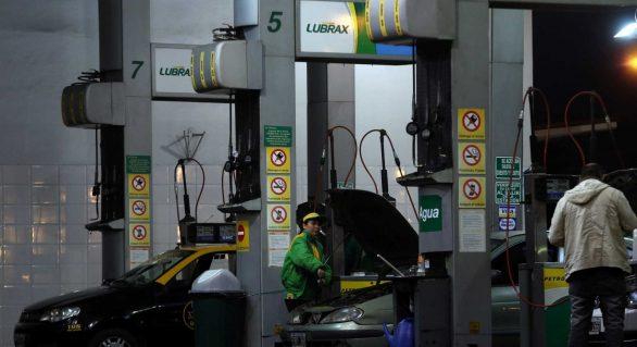 Preço médio da gasolina nas refinarias cai 1,10% nesta sexta-feira