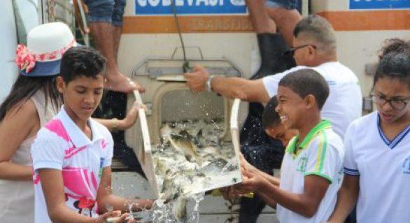 Lagoa do Pé Leve recebe ações de peixamento e reflorestamento