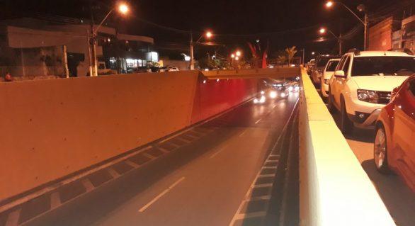 Setembro Vermelho: viadutos recebem iluminação especial
