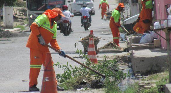 Serviços de limpeza contemplam regiões de Maceió