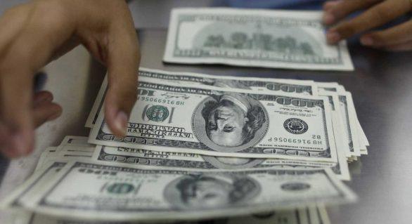 Dólar deve voltar a oscilar na próxima semana, afirmam analistas
