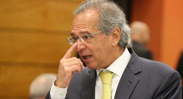 Economista de Bolsonaro se beneficiou com fraude de corretora, diz juiz