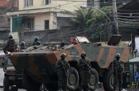 Cozinheira tem casa destruída em ação militar e agora quer deixar morro