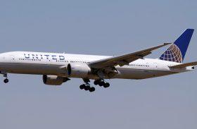 Justiça condena empresa área que mudou passageiro para classe econômica em voo internacional