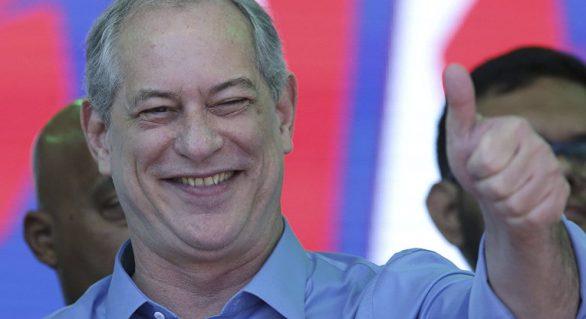 Ciro retorna ao Brasil e evita manifestações sobre segundo turno