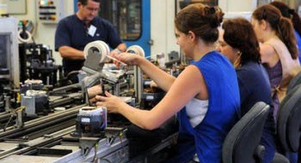Remuneração média das mulheres cresce mais que a dos homens