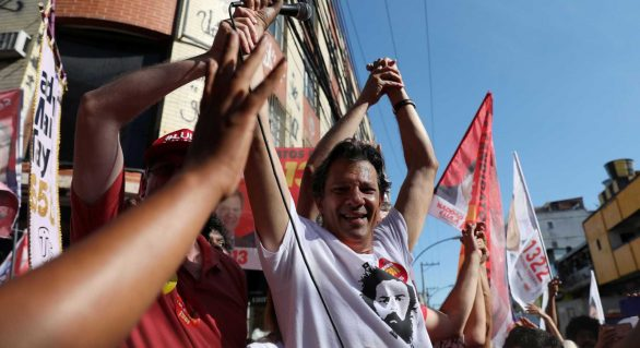 'Bolsonaro não fez 10% do que eu fiz pelo Rio', diz Haddad na Baixada