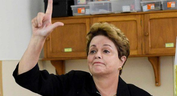 Bolsonaro morreu pela boca, diz Dilma Rousseff ao votar