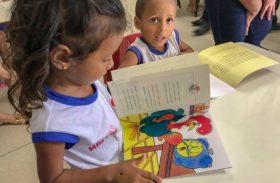 Campanha da Seprev doa livros educativos para crianças atendidas por ONG