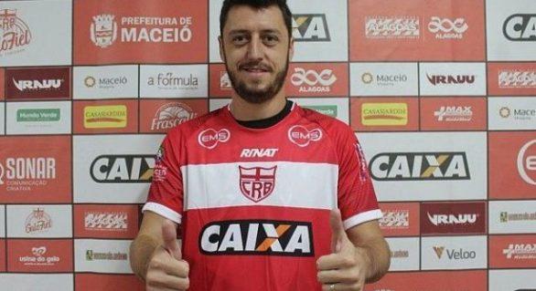 CRB anuncia renovação de contrato com o meia Felipe Menezes