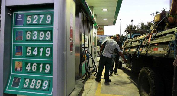 Novos preços para o diesel sobem em três regiões e caem em duas