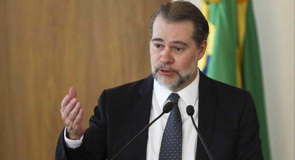 Presidente do STF derruba decisão que poderia soltar Lula