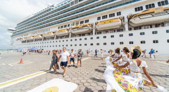 Primeiro navio da temporada de cruzeiros atraca no Porto de Maceió
