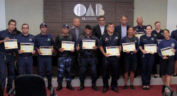 Guardas municipais de Alagoas recebem certificado de operadores de armas de choque