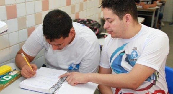 Rede estadual oferta mais de 13 mil vagas para a Educação de Jovens e Adultos