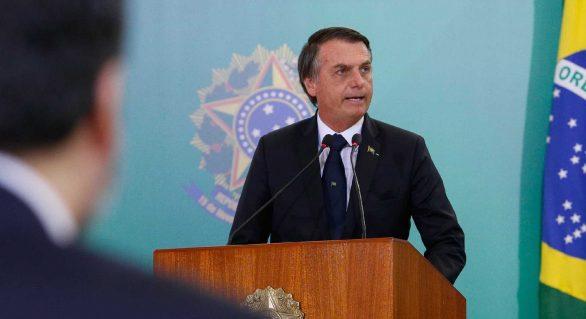 Presidente Jair Bolsonaro sanciona lei que cassa CNH de condenados por 5 tipos de crime