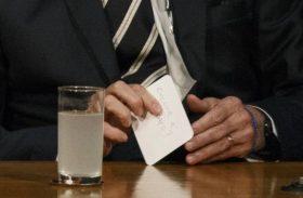'Collor é candidato?', pergunta Bolsonaro a Maia por bilhete