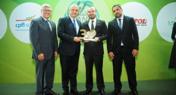 Edgar Filho recebe troféu de Liderança Institucional