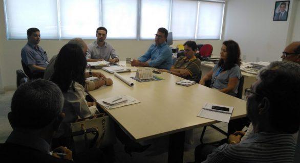 Secretário de Economia recebe empresários do Pinheiro