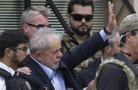 Após funeral do neto, Lula retorna para Curitiba
